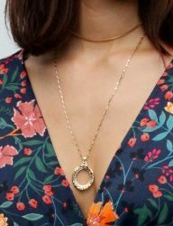[AUGUST HARMONY] Empty oval frame necklace
