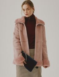 [SPERONE] WIDE COLLARED SUEDE MOUTON JACKET [PINK]