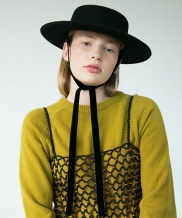 [AWESOME NEEDS] LAMBS WOOL LOW BOATER HAT_BLACK_face ribbon