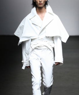 [DOZOH] WHITE TREN CAPE JACKET