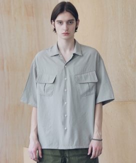 [MASSNOUN] SL LOGO ZIGZAG TWO POCKET SHORT SHIRTS MSNST004