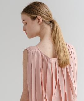 [ADDSENSE] BACK PLEAT SLEEVELESS