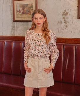 [LETTER FROM MOON] SQUARE NECK FLOWER DAILY BLOUSE