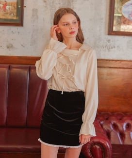 [LETTER FROM MOON] THREE RIBBONS COLLAR BLOUSE