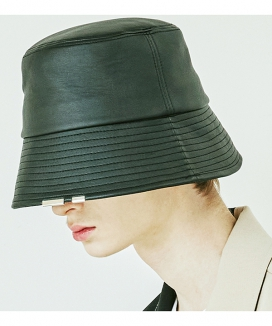 [S SY] レザーチェーンバケットハット / LEATHER CHAIN BUCKET HAT