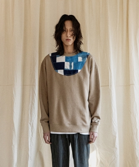 [JORENZ CARTIESS] デニムパッチワーク オーバーサイズフィットスウェットシャツ / Denim Patchwork Oversized Fit Sweatshirt