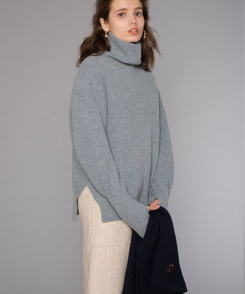 [DIAGONAL] OVER TURTLE NECK KNIT