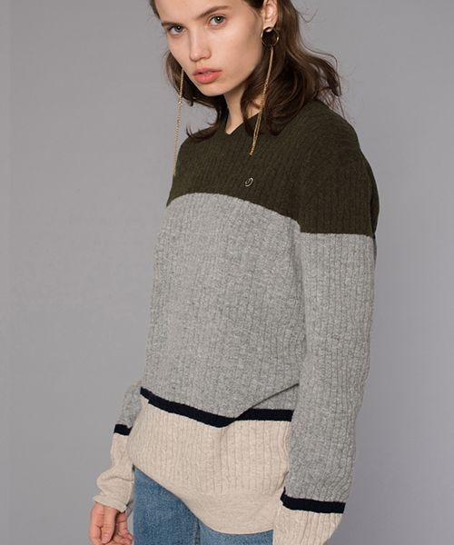 [DIAGONAL] CABLE V-NECK KNIT