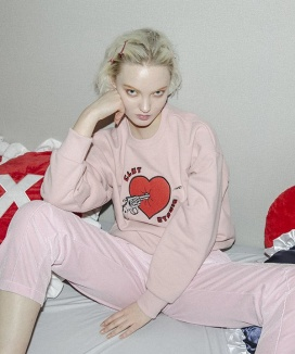[CLUTSTUDIO] heart attack sweat shirt