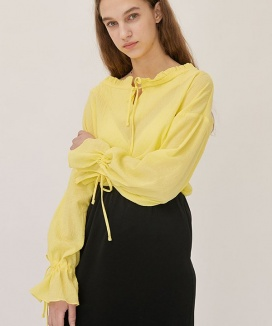 [nuissue] RUFFLE OFF SHOULDER BLOUSE