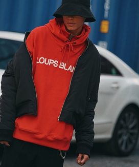 [LOUPS BLANCS] Logo Half Zip-up Turtle Neck HOOD