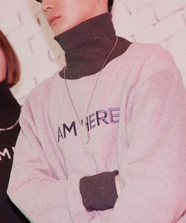 [LOUPS BLANCS] Embroidery I AM HERE Turtle Neck Sweatsshirt
