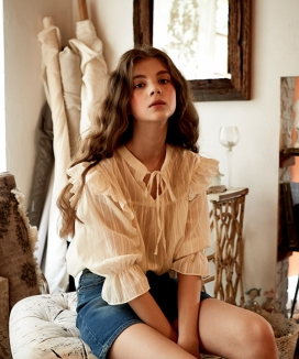[LETTER FROM MOON] RIBBON LACE BLOUSE