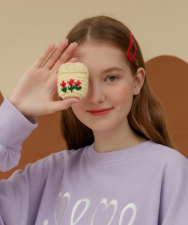 [oioi] FLOWER KNIT AIRPODS CASE